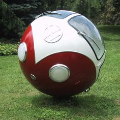 American sculptor Lars-Erik Fisk has a special interest for spheres. He has transformed several things into spheres, like a school bus, a tractor, a tree, a street and also this Volkswagen. Auto Volkswagen, Vw T1, Ferdinand Porsche, Weird Cars, Cool Cars, Crazy Cars, Strange Cars, Billy F Gibbons, Combi T1