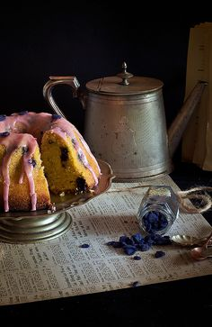 Old fashioned blueberry semolina cake with blueberry vanilla glaze #recipe #baking #desserts