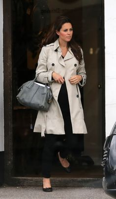 Kate Middleton shopping one month before giving birth.