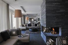 25 modern living room fireplace decoration for cozy home ide Adelboden, Design Salon, Küchen Design, Luxury Homes Interior, Home Interior Design, Stone Fireplace Designs, Stone Fireplaces, Stone Interior, Living Room With Fireplace