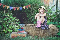 Back to school photo session idea ♡ love the plaid in the banner Photography Mini Sessions, Photography Kids, School Photography, Photo Sessions, First Day Of School Pictures, School Pics, Children Poses, Kid Photos, School Portraits