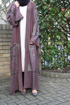 130 latest eid hijab styles with eid dresses – page 1 Abaya Style, Abaya Chic, Hijab Chic, Islamic Fashion, Muslim Fashion, Modest Fashion, Fashion Outfits, Casual Hijab Outfit, Hijab Dress