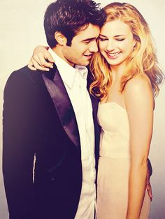 I love how they seem in their own lil' world, but it's clean and you can see both their faces. (Actress & Actor: Emily VanCamp & Joshua Bowman)