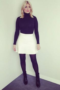 This Morning presenter Holly Willoughby ditches her trust pointed heels for autumn boots White Skirt Outfits, Winter Skirt Outfit, White Skirts, Holly Willoughby Outfits, Holly Willoughby Style, Vogue, Tights Outfit, Hijab Outfit, Work Fashion