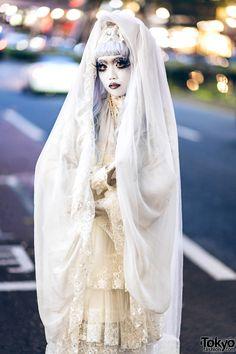 Shironuri Artist Minori in Harajuku Wearing All White Handmade & Vintage Fashion Feather Eyelashes, White Platform Shoes, Vintage Street Fashion, Floral Lace Dress, Bell Sleeve Dress, All White, White Skirts, Harajuku, Colorful Hair