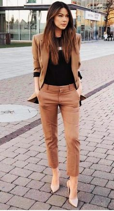 32 Professional Summer Work Attires To Wear To Office - FeminaTalk Source by kettydedomenico work outfits women office Office Outfits Women, Stylish Work Outfits, Spring Work Outfits, Business Casual Outfits, Mode Outfits, Work Casual, Classy Outfits, Fashion Outfits, Black Outfits