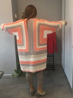 Women - Hexagonal Autumn Cardigan Recipe - Knitting Models - Knitting a love Baby Afghan Crochet, Crochet Cardigan Pattern, Granny Square Crochet Pattern, Crochet Jacket, Crochet Blouse, Crochet Poncho, Easy Crochet, Granny Square Häkelanleitung, Knitting Patterns