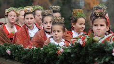 Mädchen in Trachten | Bild: picture-alliance/dpa