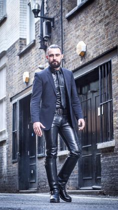 """""""Friday's dress down day at the office, in'it?""""  #LeatherAlterEgo"""