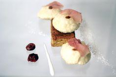 Dessert: gnocco fritto, cioccolato al latte, frangipane all'amarena, prosciutto crudo. Dalla tradizione modenese, sapori e abitudini in equilibrio.