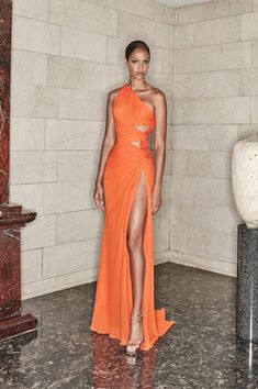 Elegant Dresses, Pretty Dresses, Beautiful Dresses, Long Formal Dresses, Couture Fashion, Runway Fashion, Fashion Show, Versace Fashion, Boho Fashion