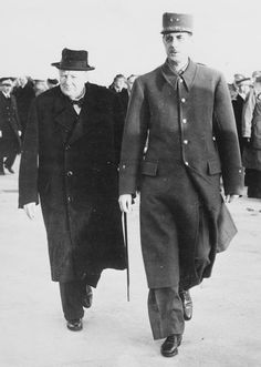 Prime Minister Winston S Churchill walking with General Charles de Gaulle just after the arrival in Paris, France. Celebridades Fashion, Gaulle, Elisabeth Ii, Great Leaders, Winston Churchill, British History, World History, Military History, World War Two