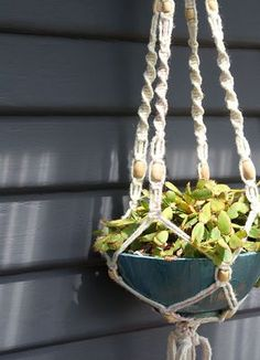 How To Make A Macrame Hanging Planter http://www.homedit.com/macrame-hanging-planter/