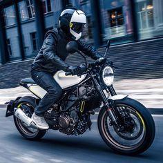 The 'Vitpilen 401' by Husqvarna via CAFE RACER Motorcycle Design, Bike Design, Motorcycle Gear, Cafe Racer Moto, Brat Cafe, Motor Scooters, Moto Guzzi, Bike Life, Ducati