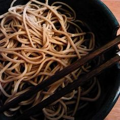 Buckwheat noodles, also known in Japanese as soba noodles, are as hearty and fulfilling as brown rice noodles. They contain 113 calories per cup and g of Asian Recipes, Real Food Recipes, Healthy Recipes, Ethnic Recipes, Healthy Foods, Free Recipes, Diet Foods, Healthy Hair, Gluten Free Noodles