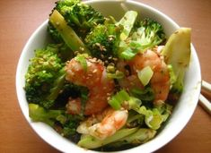 Shrimp and Broccoli 2 pounds uncooked shrimp 2 teaspoons vegetable oil 1 onion, thinly sliced 1 head broccoli, cut into small florets 2 cloves garlic,. Mushroom Broccoli, Shrimp And Broccoli, Broccoli Recipes, Broccoli Salads, Garlic Broccoli, Broccoli Stems, Broccoli Chicken, Frozen Broccoli, Seafood