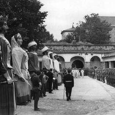 Entrega de la Ciudadela al Ayuntamiento. Pamplona, Spain, Street View, Black And White, Vintage, Spanish Culture, Old Photography, Town Hall, Antique Photos