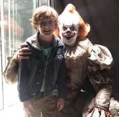 Dedicated to the films based on the legendary 1986 horror novel by American author Stephen King. Pennywise Film, Pennywise The Dancing Clown, Bill Skarsgard Pennywise, Por Tras Das Cameras, It Movie 2017 Cast, Horror Movies Funny, It The Clown Movie, Im A Loser, Le Clown