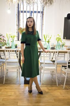 How to wear a green midi dress! #mididress #greendress #visiononfashion #fashionblogger #ootd #fashion