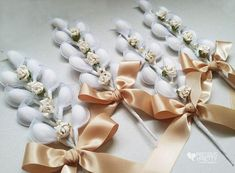 Romantic bomboniere in vintage Italian style with roses and jordan almonds. Wedding favors from Gree Almond Wedding Favours, Italian Wedding Favors, Greek Wedding, Wedding Party Favors, Wedding Centerpieces, Wedding Cards, Trendy Wedding, Diy Wedding, Wedding Gifts