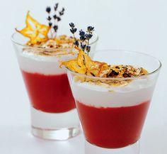Jahodové cappuccino s ovocnými chipsy