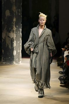 Yohji Yamamoto at Paris Fashion Week Fall 2003 - Runway Photos