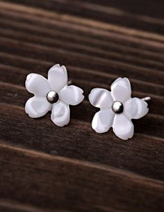 Sakura Shell Ear Stud