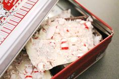 This easy peppermint bark recipe will let you make your own in just minutes! And with only 3 ingredients, you probably have everything you need right now! Easy Diy Christmas Gifts, Homemade Christmas, Christmas Ideas, Christmas Crafts, Christmas Patterns, Cheap Christmas, Christmas Goodies, Country Christmas, Christmas Candy