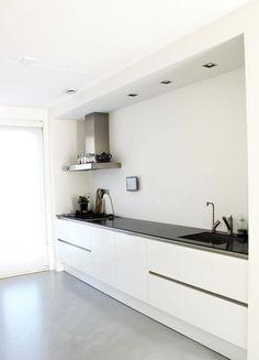 Koof Inspiratie. Onze keuken is bijna af, het enige wat wij nog missen is een koof aan de bovenkant van de keuken. Omdat wij hebben gekozen om geen bovenkasten boven ons keukenblad te nemen zie je …