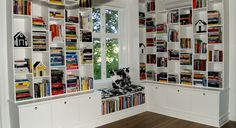 Fixa en bokhylla som garanterat passar i ditt hem och som låter dig utnyttja dina väggar till max - bygg en egen bokhylla på plats. Här tipsar bokhylleexperten om hur du kan tänka.