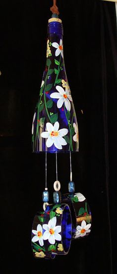 Wind Chimes Recycled wine bottles by BottleofLight on Etsy(Wine Bottle Painting) Recycled Wine Bottles, Wine Bottle Art, Painted Wine Bottles, Wine Bottle Crafts, Bottles And Jars, Glass Bottles, Wind Chimes Craft, Plastic Bottle Crafts, Bottle Painting