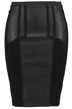 Het model heeft op het voorpand en achterpand verschillende delen vanimitatieleer.De rok heeft een ritssluiting aan de achterzijde. Lengte: 64 cm in maat 44Pasvorm: Aansluitend Sluiting: Ritssluiting Wasvoorschrift: Machine wasbaar