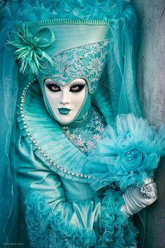 Mardi Gras Carnival Costumes in Venice - Decor to Adore Mardi Gras Carnival, Venetian Carnival Masks, Carnival Of Venice, Venetian Masquerade, Masquerade Ball, Venice Carnival Costumes, Carnival Dress, Venitian Mask, Arte Peculiar