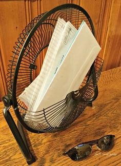 Most people throw away broken fans, but do this instead to totally declutter your kitchen counter!