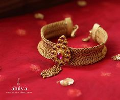 Designed around a woven panel that turns very easily, the centrepiece has a floral motif with chain hangings. This Temple Band is just perfect for this season. Bangle Bracelets With Charms, Sterling Silver Bracelets, Choker Necklaces, Gold Necklace, Gold Jewelry Simple, Gold Wedding Jewelry, Gold Bangles Design, Gold Jewellery Design, Vanki Designs Jewellery