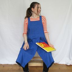 Violet blue denim cross back apron for potters, artists, artisans and workwear. The high split is perfect for pottery makers allowing for easy access to the potter's wheel Fast Fashion, Slow Fashion, Ethical Fashion, Denim Fashion, Sustainable Textiles, Sustainable Fashion, Pinafore Apron, Work Aprons, Split Legs