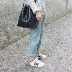 tifmys - H&M cardi an boyfriend denim, Coccinelle Bilbao bucket bag & Adidas Superstar sneakers-