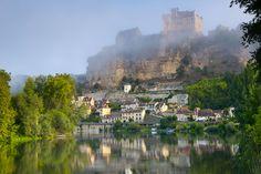 Beynac-et-Cazenac via Shutterstock Limousin, Lonely Planet, La Dordogne, Poitou Charentes, Le Village, Beaux Villages, Old Town, Places To Visit, Building