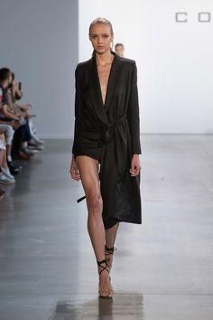 Cong Tri Spring 2020 Ready-to-Wear Fashion Show - Sponsored - Vogue Fashion 2020, Fashion Week, Runway Fashion, Fashion Outfits, Fashion Trends, Vogue Fashion, Stylish Outfits, Grunge Goth, Alexander Mcqueen