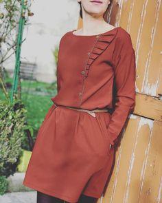 Lillan dress d'automne et profiter de cette belle lumière pour prendre des photos à l'extérieur! Et sinon cette semaine va être un peu folle  je serais à la grande mercerie jeudi et au salon csf vendredi et vous?  @nanoo_bcn #lillandress #nanoo #nanoo_bcn #jeportecequejecouds #diy #faitmain #cousumain #cousette #sewing #sewingpattern
