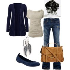 Fall outfit. I like the colors although I would wear skinnies instead of flared/boot cut jeans.