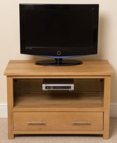 Oslo Solid Oak Small TV Cabinet The Oslo TV Cabinet is a stunning piece of furniture which is not only beautiful but functional too. The cabinet comes with removable tempered glass shelf. Small Tv Cabinet, Oak Tv Cabinet, Tv Cabinets, Home Tv, Tv Stand The Brick, Solid Oak Tv Unit, Small Tv Stand, Glass Tv Stand, Dresser Storage