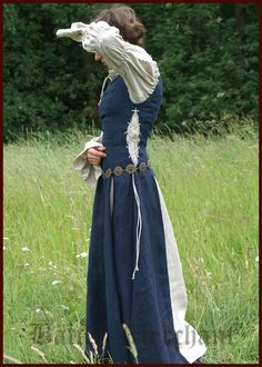 Gvenney would wear something simple like this. But minus the belt, and may e replace with c strip of cloth, or a leather one.