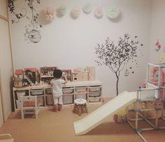 いいね!37件、コメント7件 ― manaeさん(@manae_n)のInstagramアカウント: 「寝てる間に散乱したおもちゃを片付けた直後の部屋。このあと直ぐ、派手に散らかっていった。。 .  #子ども部屋 #子ども #遊び場 #子供の遊び場 #シルバニアファミリー #ジャングルジム #滑り台…」