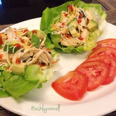 Butter Lettuce Wraps By @ashlypannell 4 leaves of butter lettuce washed 120 grams of shredded chicken Chopped onions Chopped bell pepper Garlic powder Black pepper Sea salt Olive oil Toppings Avocado Tomato Sriracha sauce Cheese (optional) In a pan add the olive oil, shredded chicken, onions, bell pepper and seasoning and cook at low-medium heat for about 8 - 10 minutes. Use two leaves of butter lettuce per wrap, add the chicken and toppings. #fithealthyrecipes #Padgram