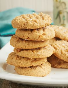 Cream cheese adds a lovely flavor and texture to these irresistible Cream Cheese Peanut Butter Cookies! - Bake or Break(Bakery Butter Cookies) Peanut Butter Dessert Recipes, Classic Peanut Butter Cookies, Peanut Butter Cookie Recipe, Peanut Recipes, Butter Pecan, Healthy Desserts, Keto Cookies, Peanut Cookies, Drop Cookies