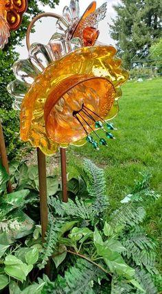 Garden Statues, Glass Flowers, Floral Garden, Glass Plate Flowers, Metal Garden Art, Flower Garden, Outside Decorations, Outdoor Gardens, Glass Garden Flowers