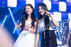TWICE's Nayeon is best friends with everyone, including the Red Velvet members, but she and Yeri are especially close, despite their 4 year age difference. Red Velvet, You Are My Friend, Nayeon Twice, Kim Jisoo, Kim Yerim, Blackpink Jennie, K Idols, Korean Singer, Kpop Girls