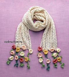 Белый ажурный шарф с цветами