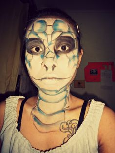 playing make up fantasy and now I try to make a snake on my face, damn love it. #makeup #fantasy #snake #effect #makeupFX